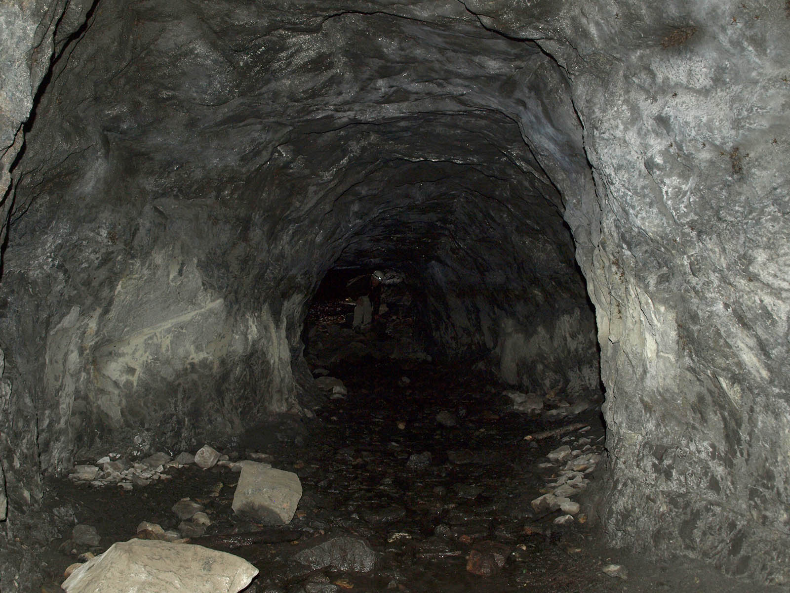 Roomy Mine Shaft Outward